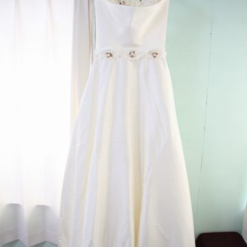 Aライン/オフホワイト/フラワー装飾/¥15000